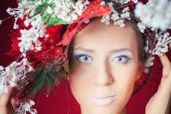 圣诞节有树发型和构成的,时装模特儿冬天妇女 免版税库存照片