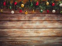 圣诞节有装饰的杉树诗歌选在木板 与空的空间的明亮的圣诞节和新年背景 库存图片