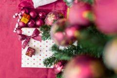 圣诞节有装饰的礼物盒 库存照片
