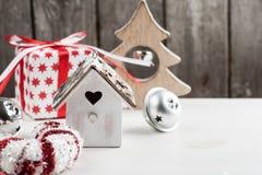 圣诞节木葡萄酒鸟房子 免版税库存图片