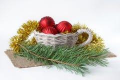 圣诞节杉木装饰和两小树枝在书桌上说谎 免版税库存照片