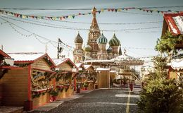 圣诞节村庄公平在红场在莫斯科,俄罗斯 免版税库存照片