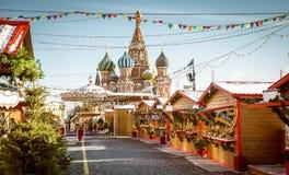 圣诞节村庄公平在红场在莫斯科 免版税图库摄影
