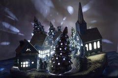 圣诞节村庄由陶瓷制成 库存图片