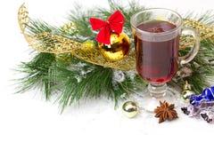 圣诞节杯子用装饰的茶 免版税库存照片