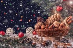 圣诞节构成,与礼物的一个木雪橇 免版税图库摄影