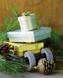 圣诞节构成-与礼物的一个木雪橇 免版税库存图片