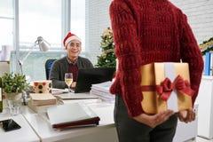 圣诞节某人储存镶边了惊奇脚尖对结构树xmas 免版税库存图片