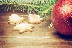 圣诞节标志葡萄酒ohoto在木书桌上的 库存照片