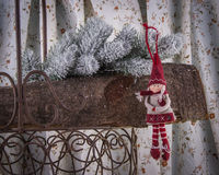 圣诞节树装饰小红骑兜帽 库存照片