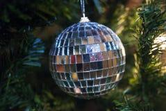 圣诞节树装饰- disko球 免版税库存照片