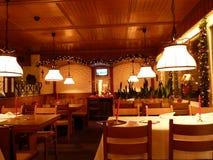 圣诞节样式的饭厅 库存照片