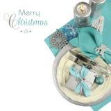 圣诞节桌在水色蓝色、银和白色的餐位餐具 库存图片