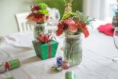 圣诞节桌设置为假日 免版税库存照片
