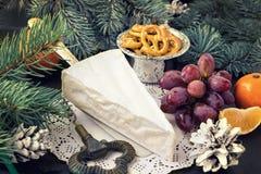 圣诞节概念 可口咸味干乳酪乳酪蜜桔葡萄cooki 库存图片