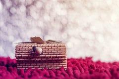 圣诞节概念 在bokeh背景的礼物盒竹子 免版税库存图片