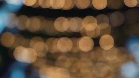 圣诞节欢乐街灯Bokeh在夜城市的中心 股票视频