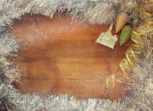 圣诞节欢乐装饰的图象在木背景的 减速火箭过滤与闪烁覆盖物 库存照片