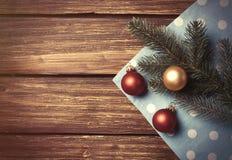 圣诞节泡影和分支 库存照片