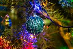 圣诞节泡影和庆祝新年的圣诞树 库存图片