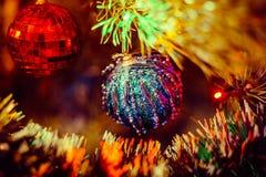 圣诞节泡影和庆祝新年的圣诞树 库存照片