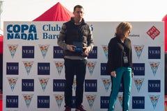 圣诞节港口游泳2015年,巴塞罗那,口岸Vell - 12月25日:比赛的优胜者与战利品的 库存照片