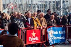 圣诞节港口游泳2015年,巴塞罗那,口岸Vell - 12月25日:注意种族观众 库存图片