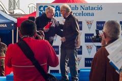 圣诞节港口游泳2015年,巴塞罗那,口岸Vell - 12月25日:颁奖仪式 库存照片