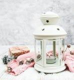 圣诞节灯笼和装饰 免版税库存照片