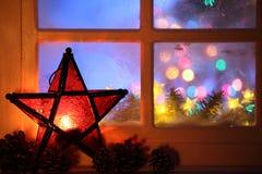 圣诞节灯笼和视窗 免版税库存图片