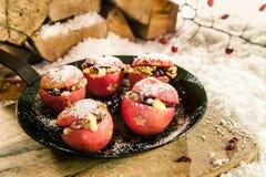 圣诞节烘烤了被充塞的苹果 免版税库存照片