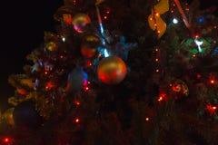 圣诞节照亮了结构树 圣诞节装饰新年度 节假日概念 免版税库存照片