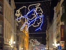 圣诞节照明在黑暗的晚上 免版税库存照片