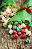 圣诞节玉米花和白色巧克力和薄荷玉米花 免版税图库摄影