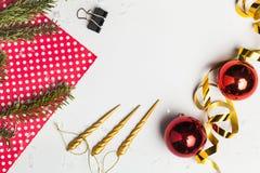 圣诞节玩具和装饰在背景 图库摄影