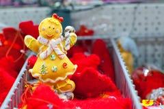 圣诞节玩具姜人在超级市场 库存照片