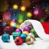 圣诞节球和礼品 库存照片