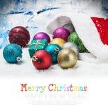 圣诞节球和礼物在圣诞树下 免版税库存图片