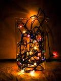 圣诞节球特写镜头从圣诞树的,被弄脏装饰的圣诞节,在背景中blured光 免版税库存照片