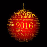 2016以圣诞节球的形式新年多语种文本词云彩贺卡 免版税图库摄影