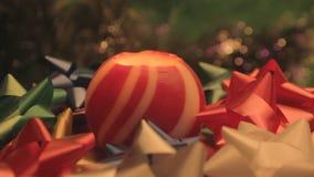 圣诞节球蜡烛和弓2 股票录像