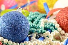 圣诞节球设置与金刚石设置了,新年装饰 库存图片