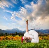 圣诞节瑜伽 免版税图库摄影