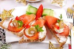 圣诞节的三文鱼和乳酪点心 库存图片