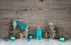 圣诞节的乡村模式的贺卡与蜡烛和reinde 库存图片