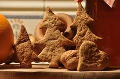 圣诞节的姜饼 蜂蜜和模子蛋糕的 库存照片