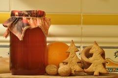 圣诞节的姜饼 蜂蜜和模子蛋糕的 图库摄影