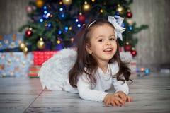 圣诞节的小女孩与芭蕾舞短裙裙子 免版税图库摄影