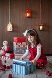 圣诞节的小女孩 免版税库存照片