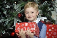圣诞节的愉快的男孩 免版税库存照片